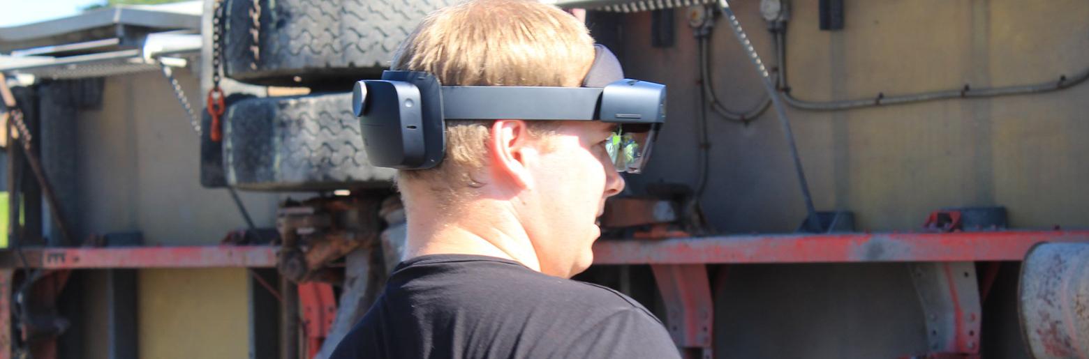Falck tester ut HoloLens til bilberging