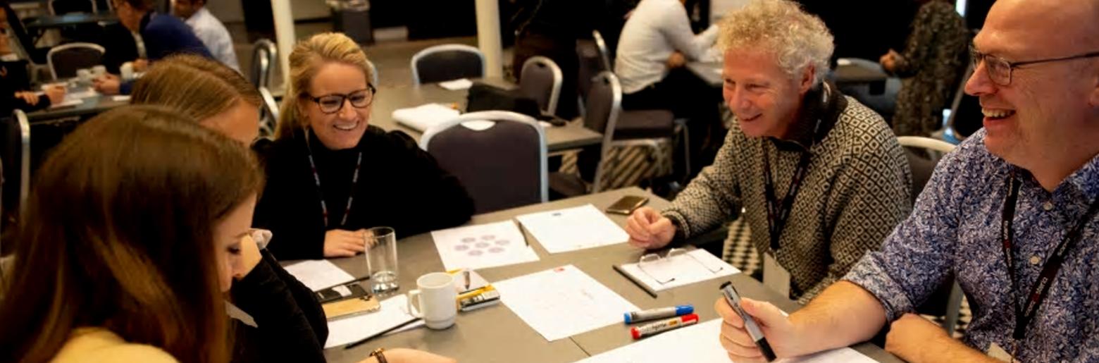 GOD STEMNING: Det var ingenting å si på stemningen under en av de ni workshops som ble avholdt på Rubiks.