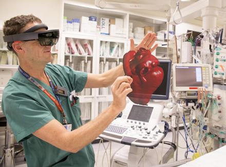 INNOVASJON: Kirurger har tidligere brukt 3D-bilder på en flat 2D-skjerm, HoloCare representerer en helt ny virkelighet på operasjonsstuen.