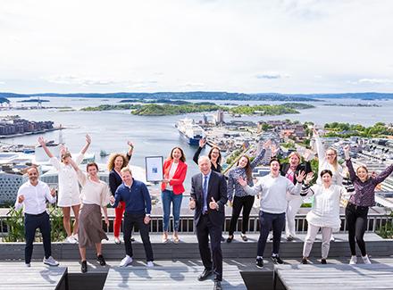 Jublende medarbeidere_Norges beste arbeidsplass 2020