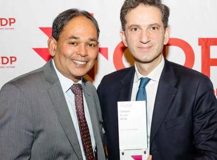 XavierHürstel og Siva Niranjan tok imot CDP-prisen på rådhuset i Brüssel